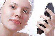 dziewczyna przed nałożeniem makijażu