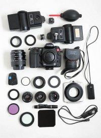 aparat fotograficzny z akcesoriami