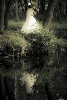 Para młoda, sesja ślubna w lesie